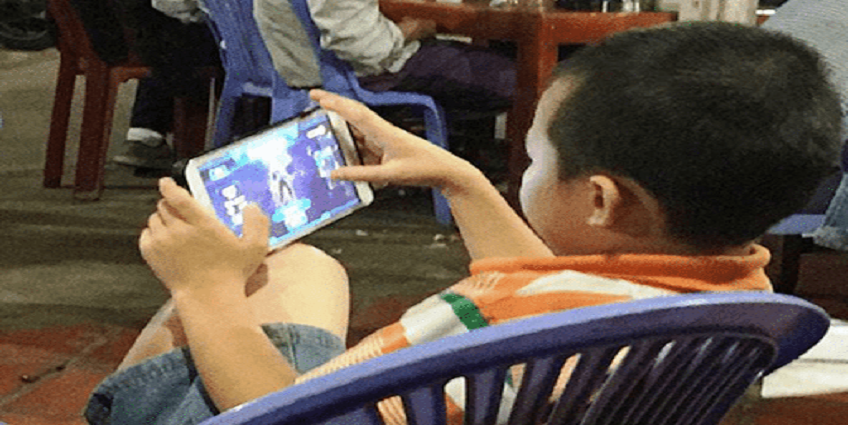 Nghiện điện thoại ở trẻ: Hậu quả và cách ứng phó