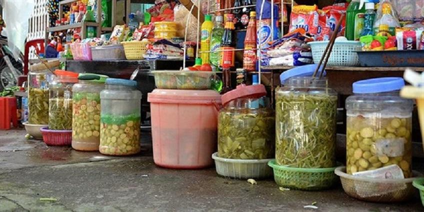 Nhiễm độc vì muối dưa cà, đựng nước hoa quả chua lâu ngày trong lọ nhựa, bình Inox