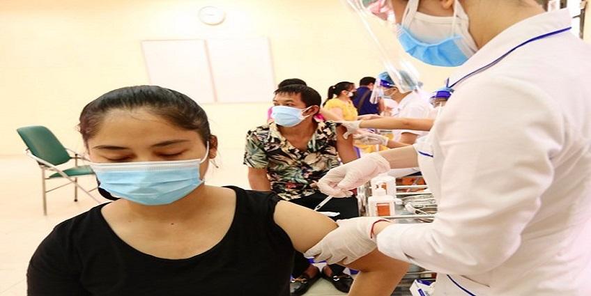 Trưa 17/9: Cả nước đã tiêm trên 33 triệu liều vaccine COVID-19; TP.HCM triển khai hỗ trợ tuyến đầu chống dịch