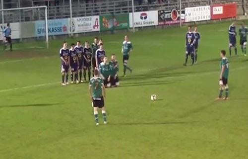 Cầu thủ nằm sân sau pha dàn xếp đá phạt phức tạp nhất quả đất