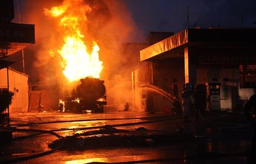 Khu công nghiệp ở Long An cháy lớn lúc nửa đêm