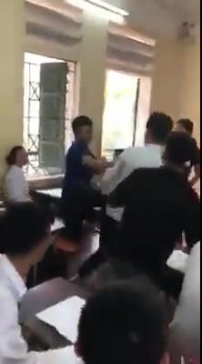 Học sinh đánh nhau trong giờ học