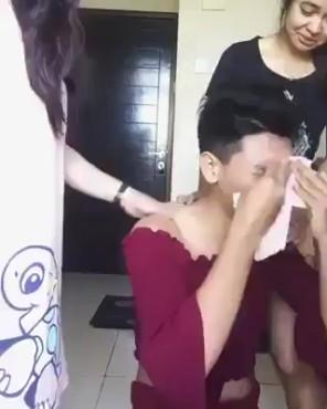 Thanh niên lau nước mắt bằng quần chíp bá đạo