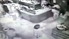 """Va chạm trong hộp đêm, hai cảnh sát Brazil rút súng """"xử"""" lẫn nhau"""