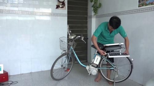 Thầy giáo chế xe đạp chạy bằng năng lượng mặt trời ở An Giang