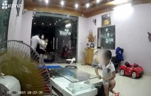 Người chồng đánh vợ như kẻ thù quay clip con trai bênh bố, ai ngờ giấu đầu hở đuôi khiến mạng xã hội càng thêm phẫn nộ