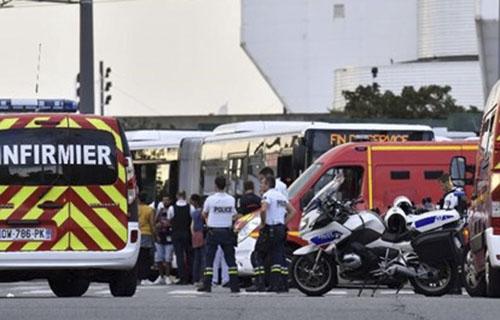 Đâm dao loạn xạ ở ngoại ô Lyon, Pháp: Nhiều người thương vong