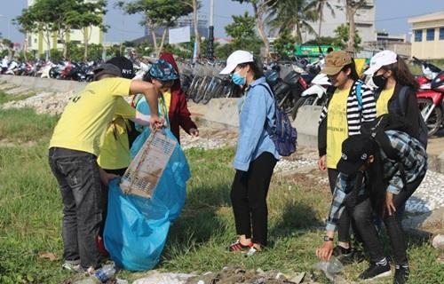 Nghìn người nhặt rác làm sạch môi trường