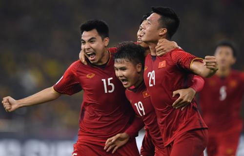 Người hâm mộ đi Thái Lan tiếp lửa cho tuyển Việt Nam
