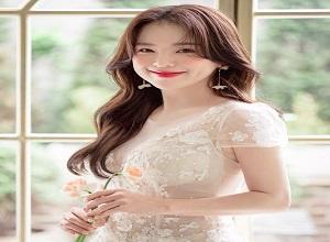 """""""Thiên thần chân ngắn Hàn Quốc"""" mắc lỗi cơ bản khi mặc váy cưới"""