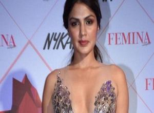 """MC đứng đầu danh sách """"50 phụ nữ được khao khát nhất Ấn Độ năm 2020"""" đẹp cỡ nào?"""