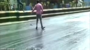 Nắng nóng kỷ lục làm chảy nhựa đường ở Ấn Độ
