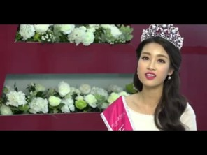 Hoa hậu Mỹ Linh hát mộc tặng độc giả