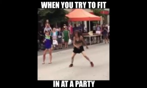 Khi bạn cố gắng để gia nhập vào một bữa tiệc của đám bạn