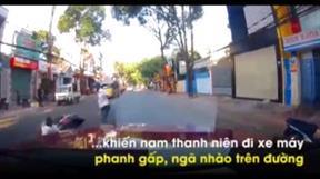 Phanh gấp tránh người đi bộ, thanh niên đi xe máy ngã như phim hành động
