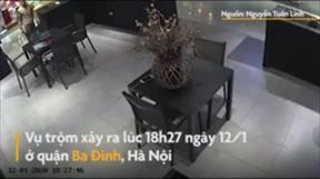 Hà Nội: Kẻ gian vào cửa hàng trộm điện thoại