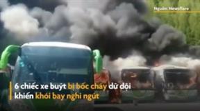 Hàng loạt xe buýt bị bốc cháy dữ dội ở Trung Quốc