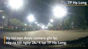 Quảng Ninh: Xe máy văng xa hàng chục mét khi đối đầu xe tải
