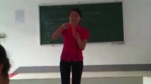 Cô giáo hướng dẫn sử bao cao su cực hấp dẫn