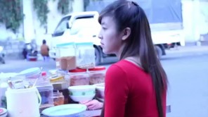 Cận cảnh cuộc sống Hot girl bán bánh tráng trộn gây bão tại Đà Lạt