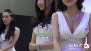Hot girl Hàn show hàng tại hội chợ cực nóng bỏng