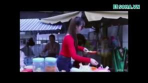 Kim Tan nhìn trộm hot girl bán bánh tráng trộn