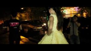 Thời trang bao cao su gây náo loạn phố Sài Gòn