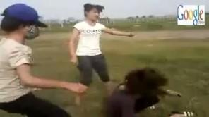 Nữ sinh đánh bạn dã man rồi tung clip bêu xấu
