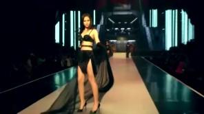 Lộ clip khiến Ngọc Trinh bị phạt tiền vì mặc trang phục thiếu vải