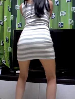 Hot girl ngoáy mông sexy