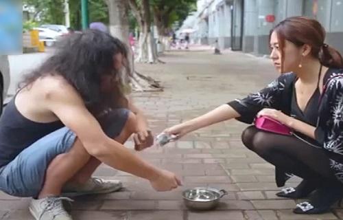 Khinh thuong nguoi yeu cu ngheo kho, gai xinh hoi han khong kip