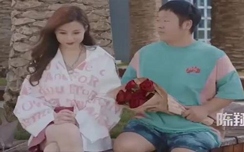 "Ong bo ""so kho"" khi sinh ra mot co con gai lay loi nhu the nay!"