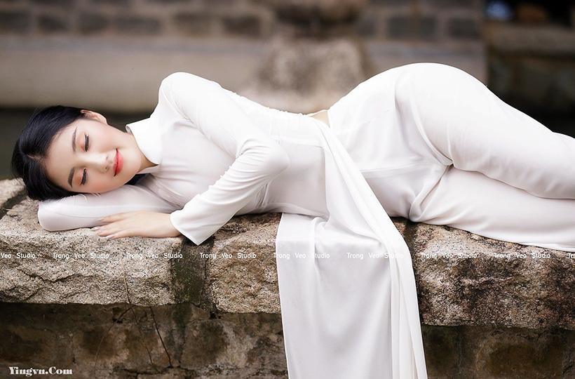 Ngắm VẺ ĐẸP MÊ HỒN của thiếu nữ trong tà áo dài kiêu sa