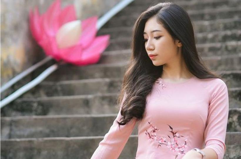 Thiếu nữ XINH TƯƠI trong tà áo dài thướt tha