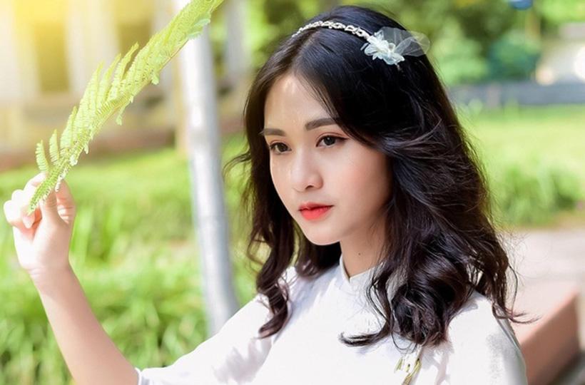 Nét đẹp tinh khôi của nữ sinh trong tà áo dài trắng