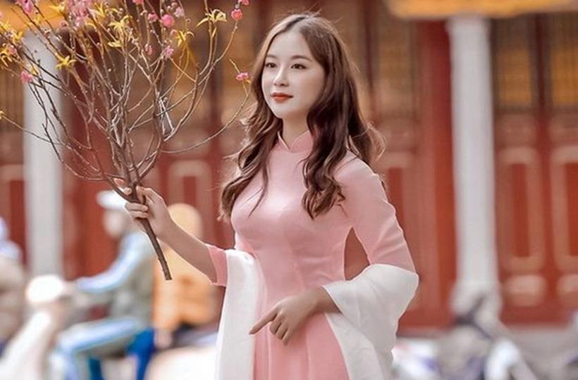 Thiếu nữ DỊU DÀNG, THANH LỊCH với áo dài Tết