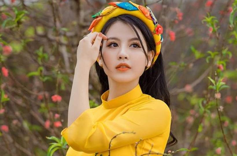 Thiếu nữ khoe nhan sắc trong bộ ảnh áo dài đón Tết
