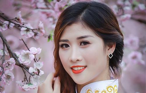 Thiếu nữ khoe nhan sắc kiều diễm bên hoa đào
