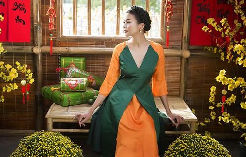 Người đẹp gợi cảm với áo dài cách điệu đón xuân