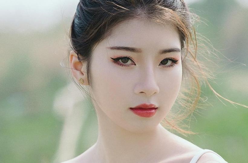 Thiếu nữ sở hữu ánh mắt sắc sảo
