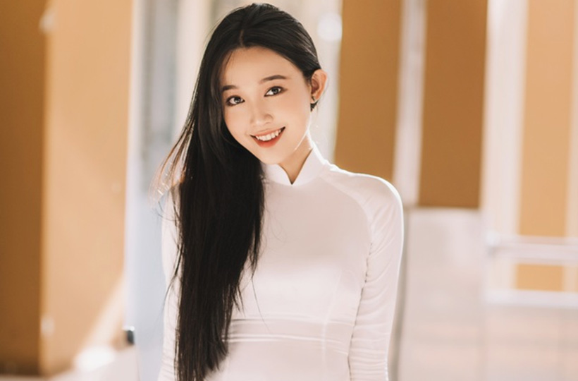 Nữ sinh sở hữu vẻ đẹp ngọt như kẹo trong tà áo dài trắng
