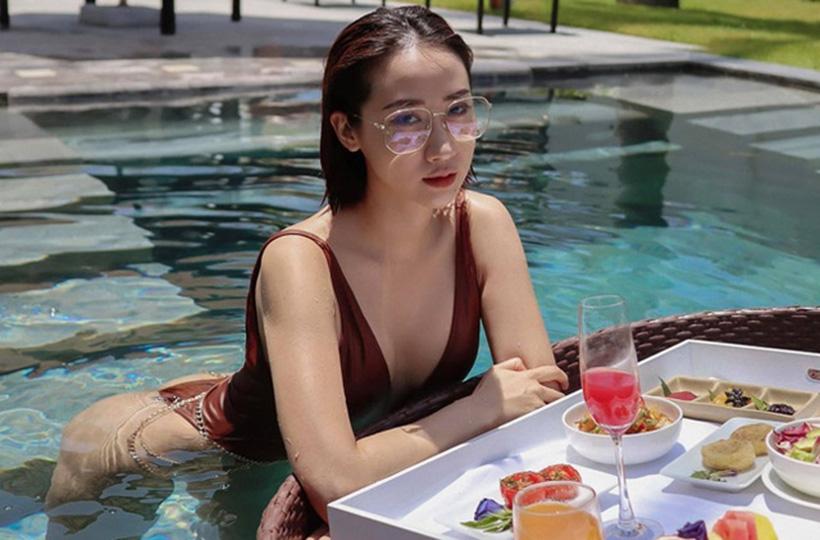 Thiếu nữ ĐỐT CHÁY mùa hè bằng vẻ đẹp nóng bỏng