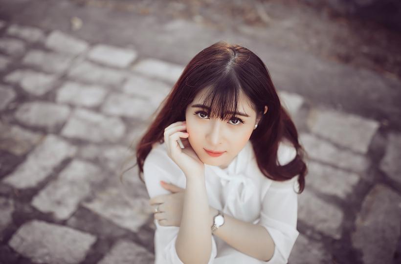 Nữ sinh khoe nét trong sáng trong tà áo dài
