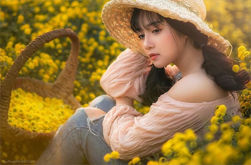 Cô gái khoe vẻ đẹp dịu dàng trong vườn hoa