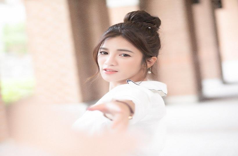 Hot Girl Trung Quốc vẻ ngoài trong trẻo