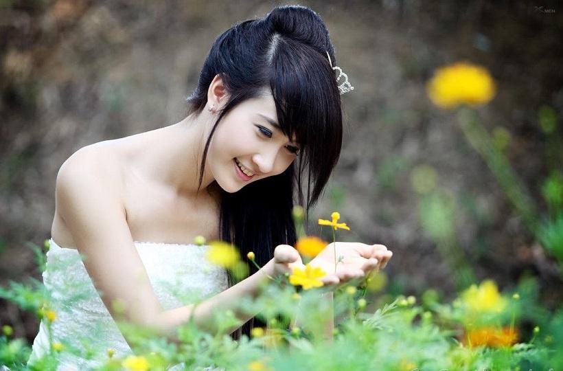 Hình ảnh cô gái với vẻ đẹp thơ ngây của tuổi đôi mươi