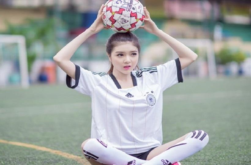 Hot girl đam mê bóng đá
