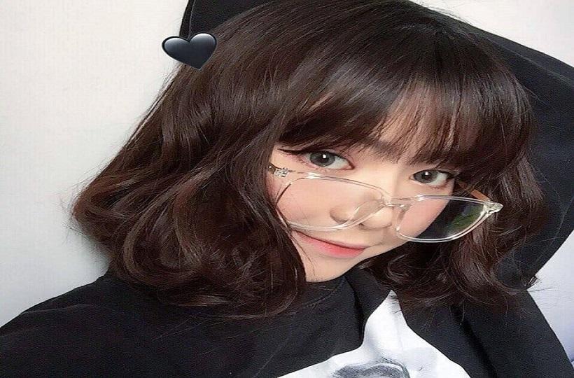 Hot Girl đeo kính vô cùng dễ thương khiến nhiều người bị hớp mất hồn.