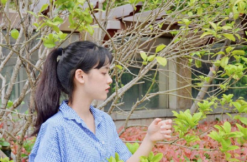 Hình ảnh hot girl trung quốc đáng yêu giữa vườn hoa
